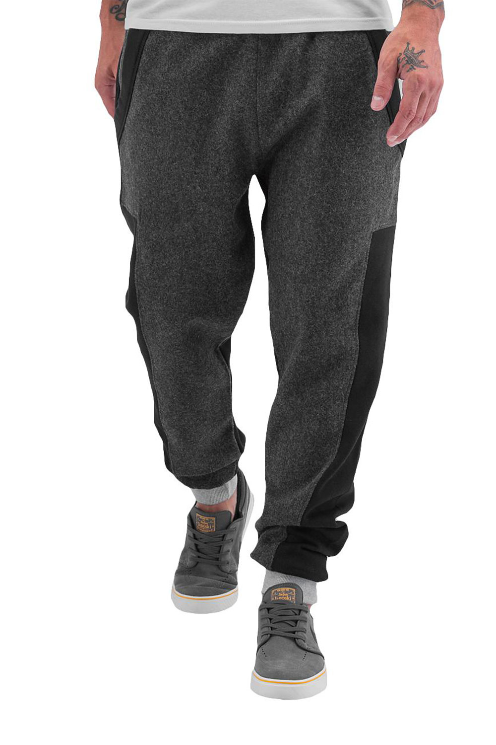 JUST RHYSE Felt Sweat Pants Black auf oboy.de