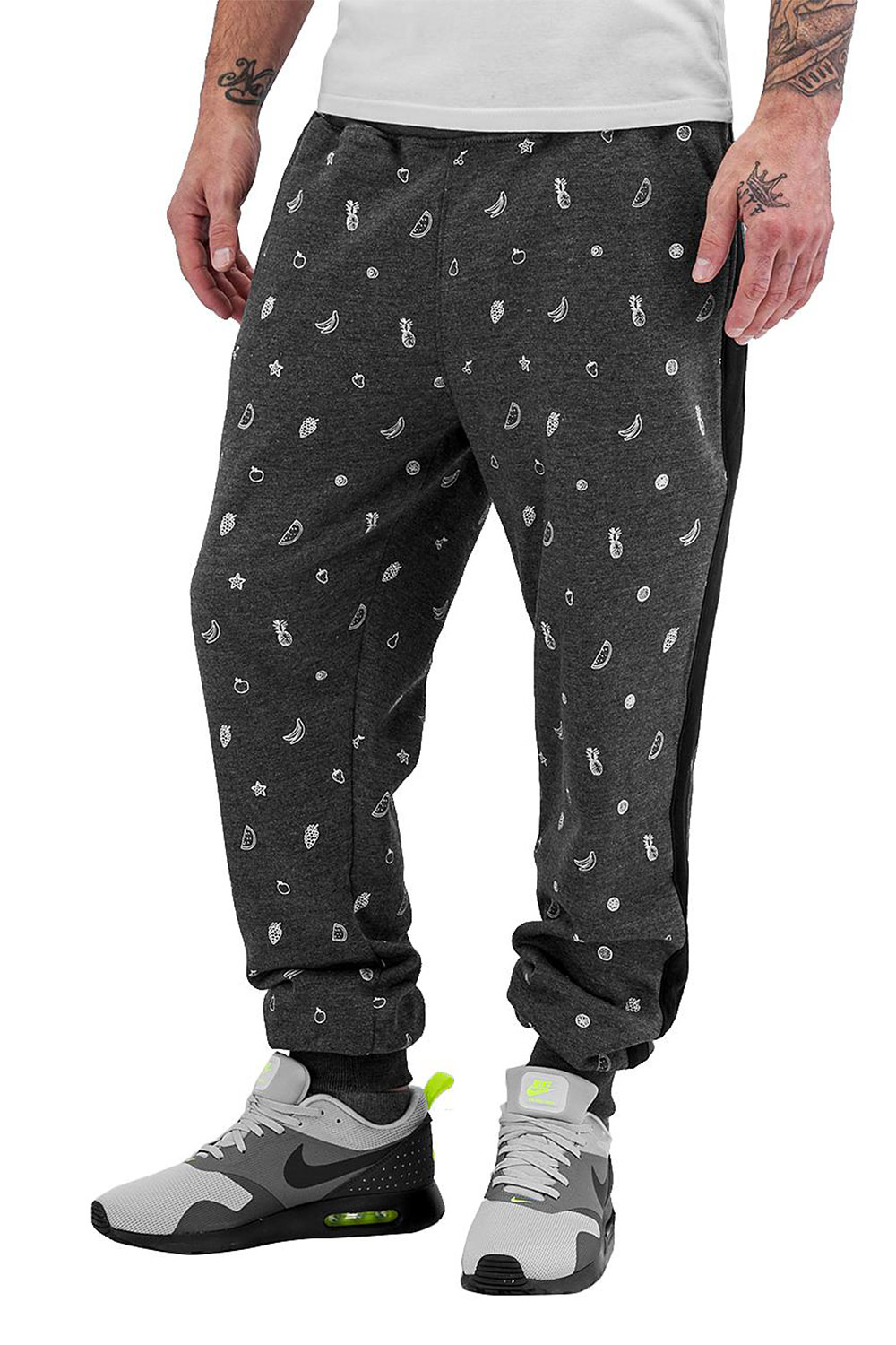 JUST RHYSE Fruits Sweat Pants Black auf oboy.de